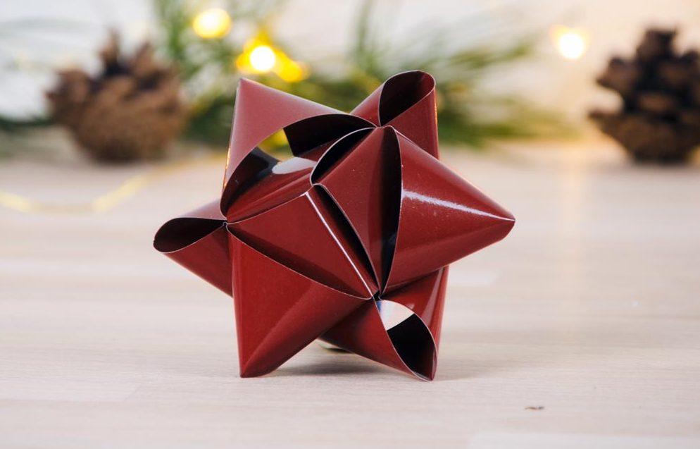 Flettede julestjerner julepynt med stjernestrimler