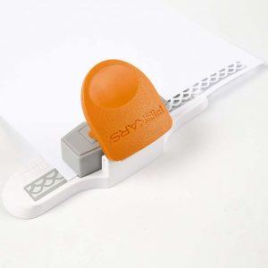 Bryllupsinvitationer: Brug en Fiskars Interchangeable Border Punch til at lave papirblonder