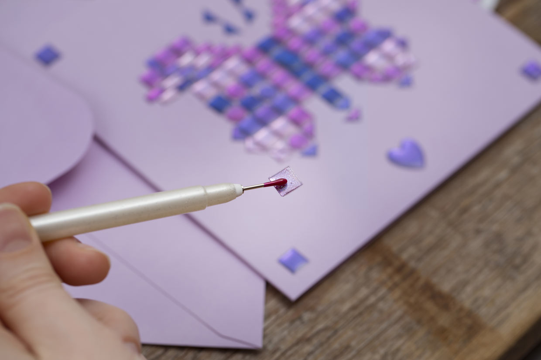 Lag selv kort: Bruk en Jewel Picker til arbeidet med stickers