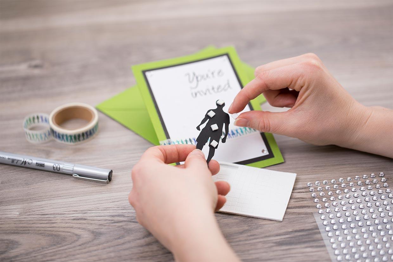 Konfirmasjonsinvitasjoner: tips og idéer til å bruke 3D-klebepuder