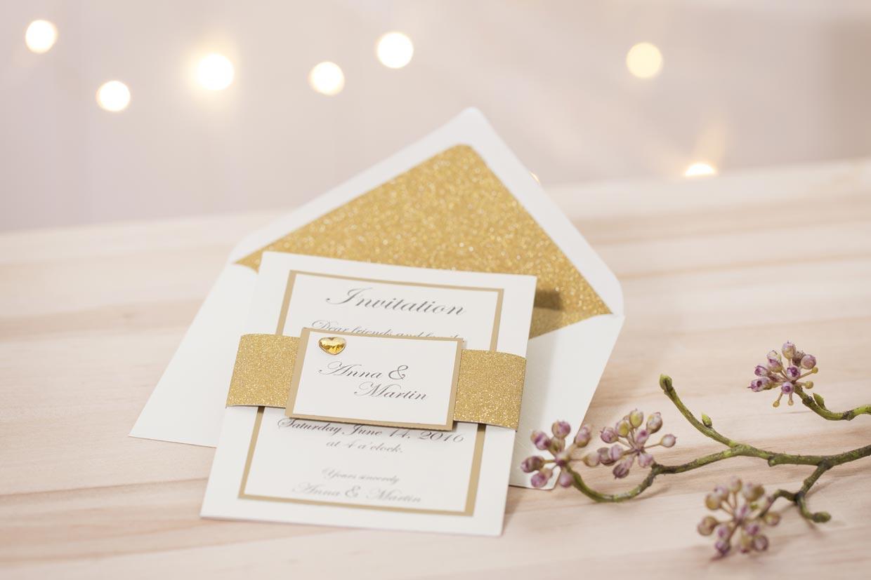 Bryllupsinvitationer med guld og glimmer