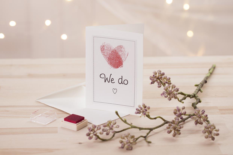 Bryllupsinvitationer med hjerte af fingeraftryk