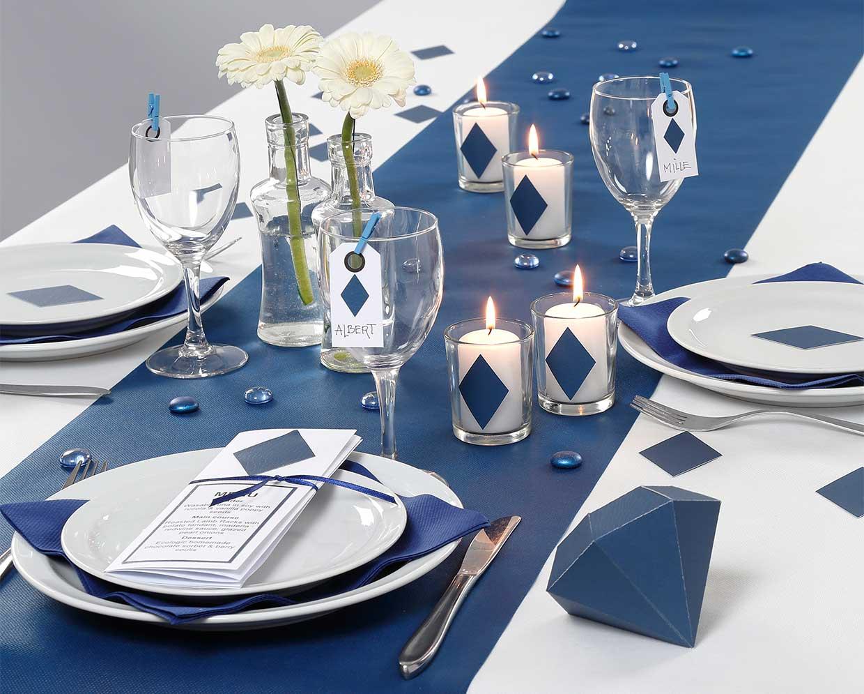 Konfirmasjonspynt: Inspirasjon til bordpynt og borddekning i blå materialer fra Happy Moments