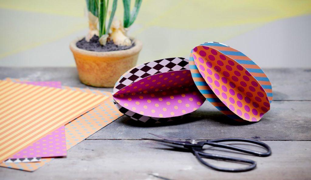 Påske: Påskeegg i mønstret kartong