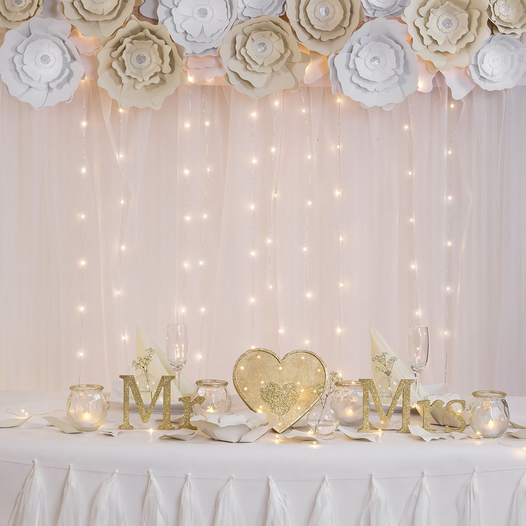 Bryllupspynt: Blomster til dekoration og fotobaggrund til festen