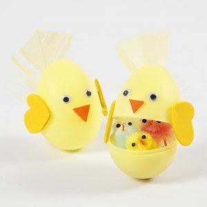 Påskeæg: Farvet æg med surprise-element til påske
