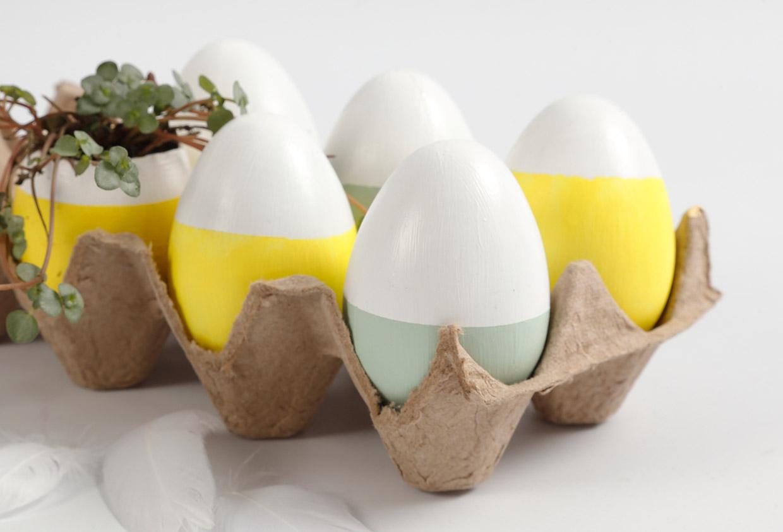 Påske og påskepynt: Malede påskeæg som dekoration og urtepotte