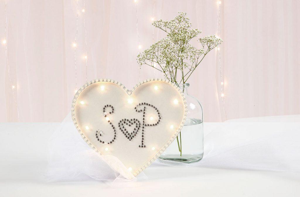 Bryllupspynt: Hjerte lysboks dekoreret med rhinsten og halv-perler