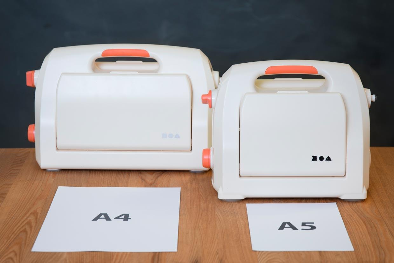 Stansemaskin og pregemaskin i to forskjellige størrelser