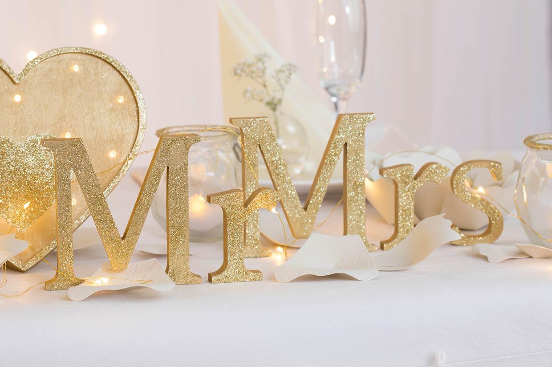 Bryllupspynt: Kreativ bordpynt til brylluppet, Mr & Mrs