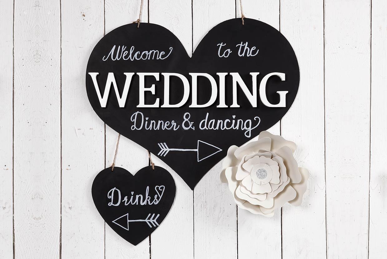 Bröllopsdekorationer: Välkomstskylt till festen med tavelfärg