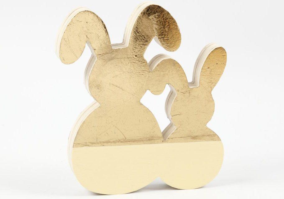 Påske og påskepynt: påskehare med dekorationsfolie i guld