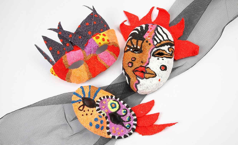 Foam Clay masker av papier-maché