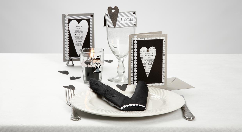 Bryllup: Bordpynt, bordkort og invitation i sort og hvid med hjerter