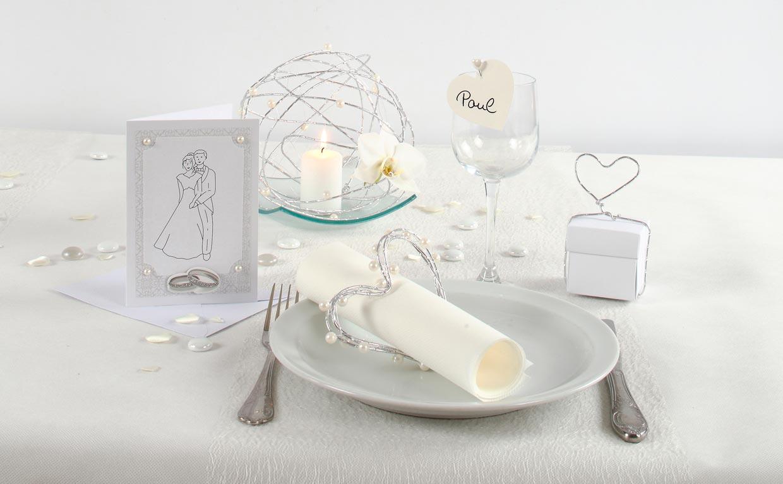Bryllup: Kreativ innbydelse, borddekning og bordpynt i hvitt
