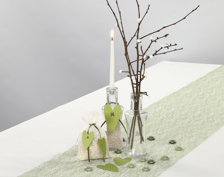 Bryllup: Pyntet lysestage og rispose til bryllup