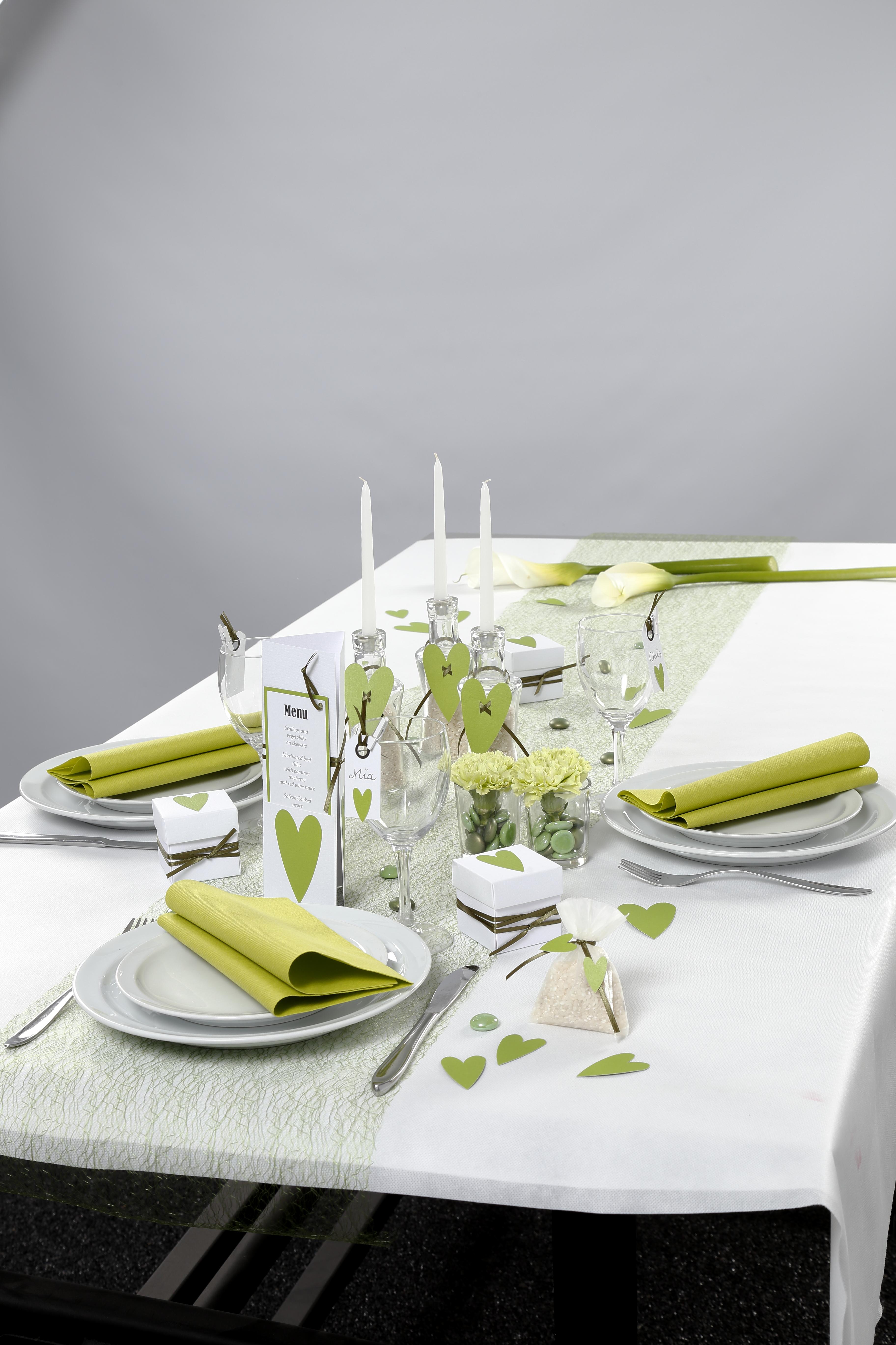 Konfirmation: Dukning och dekorationer i vitt och grönt med hjärta