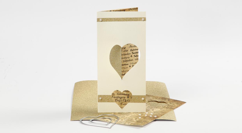 Bryllup: Tredelt kort med hjerte skåret i stansemaskin