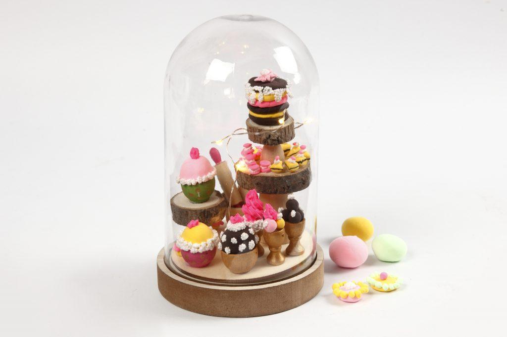 Miniature verden med mini cupcakes i glaskupler