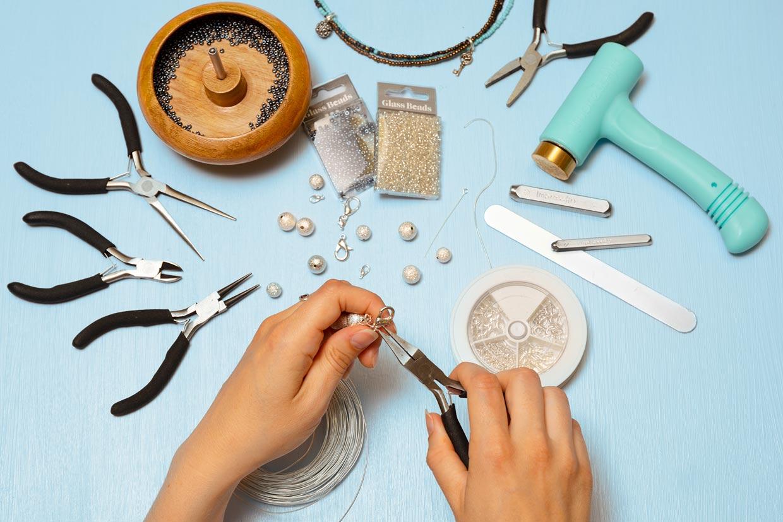 c5edcd1c788 DIY smykker: Uundværlige teknikker til smykkefremstilling med perler ...