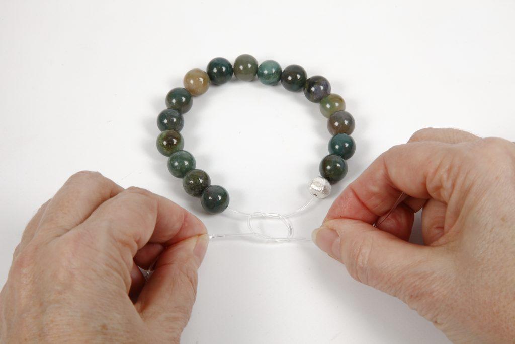 diy sieraden maken: armband geregen op elastisch koord