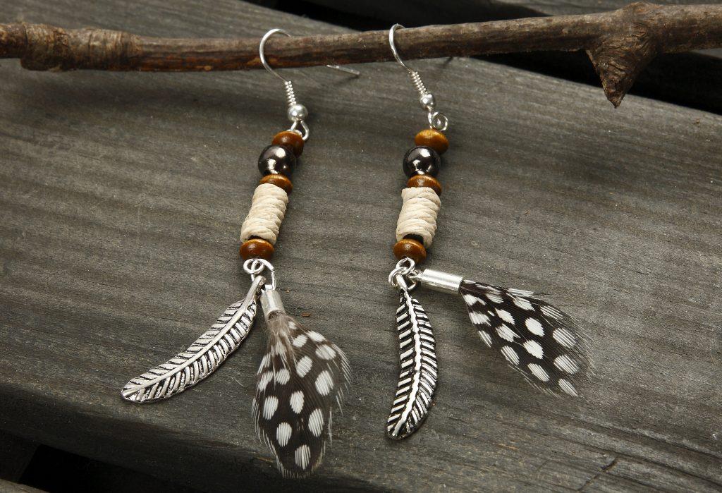 DIY smykkefremstilling lav selv smykker øreringe på perlestav