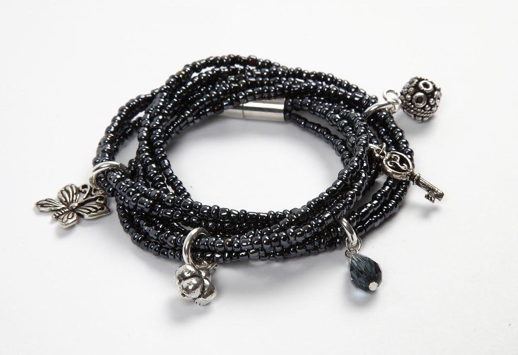 DIY smykkefremstilling lav selv smykker armbånd med perler i perlekarrusel
