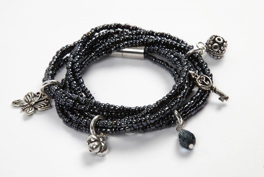 DIY smykkefremstilling lag selv smykker armbånd med perler i perlekarusell
