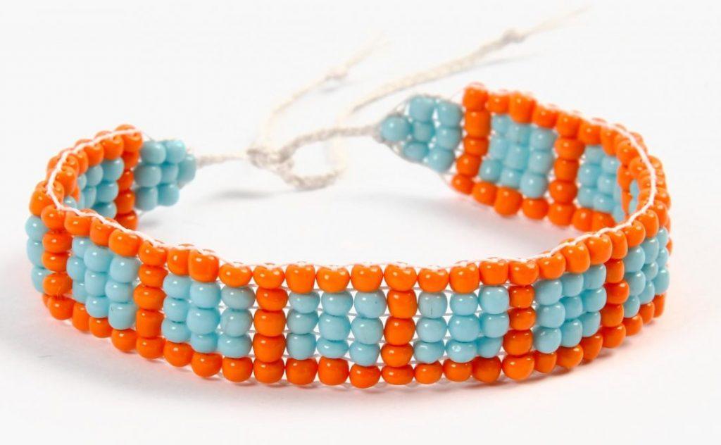 DIY smykkefremstilling lav selv smykker armbånd på perlevæv