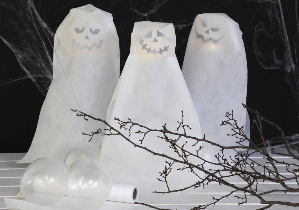 Kreativ halloween lav selv pynt med lysende spøgelser