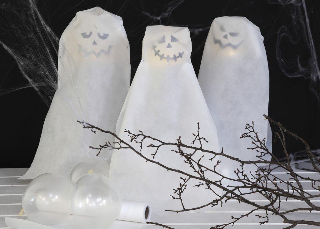 Kreativ halloween gör själv dekorationer med lysande spöken