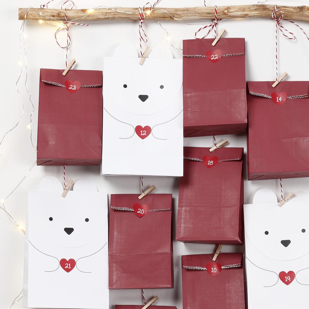 d6cbb5561c5 Mix gerne med ensfarvede gaveposer, poser med små polarmotiver eller gaver  indpakket i gavepapir.