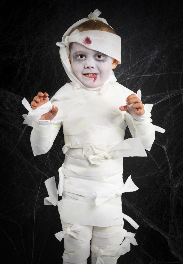 Kreativ halloween lav selv udklædning til halloween