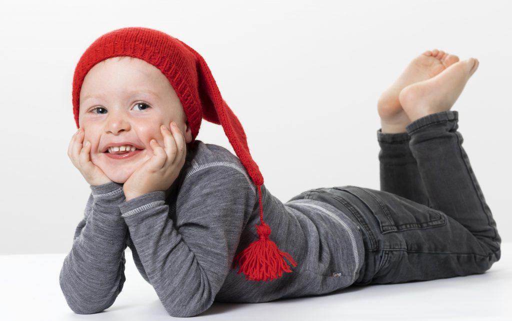 Lav selv en strikket nissehue til jul - inspiration