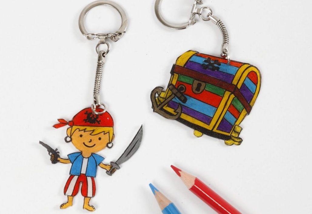 kreative idéer til børn, krympeplast med pirat, inspiration til dekoration