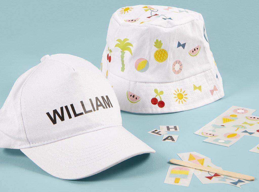 Sjov og kreativ ferie med børn - lav selv hat til sommer med rub on stickers